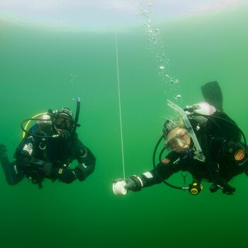 PADI Advanced Open Water Diver +kuivapukuluokitus (AOWD + Dry Suit Specialty)